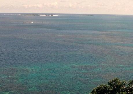 宮城島.サンゴ礁の海