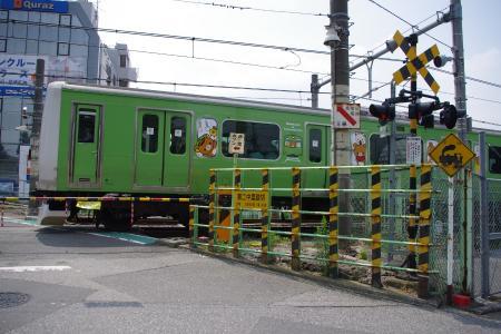 山手線 リラックマ電車 第二中里踏切