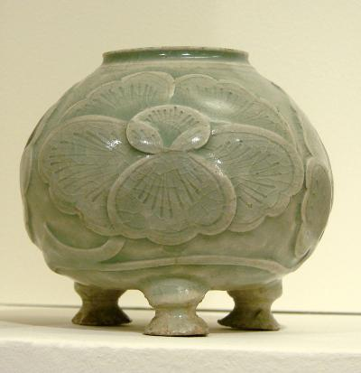 800px-Pot_tripode_Musée_Guimet_2418_convert_20141118102745