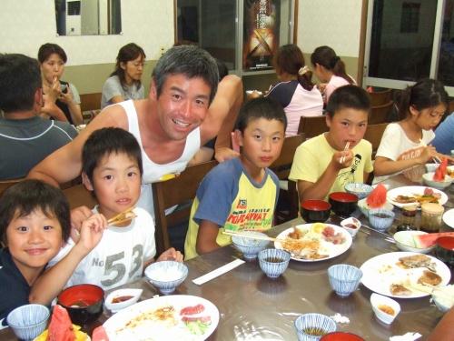 合宿夕食3