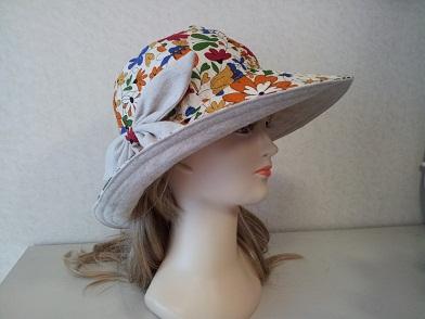 大きなリボンの帽子