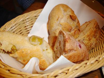 ブランジェリー・フィセルのパン盛り合せ