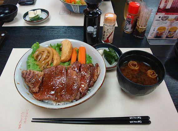 寶来亭_松阪牛ステーキ丼02