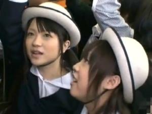 通学帽を被った可愛い女子中〇生を電車内で痴漢。Part.1