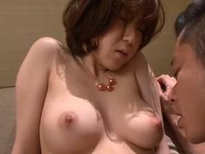着痩せするモチモチ美肌の巨乳妻とホテルで不倫