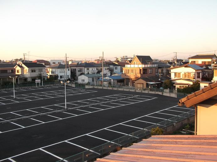 パチ屋の駐車場だー