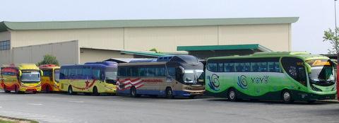 各社のバスが停車