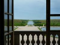 ヴェルサイユ宮殿から見る庭園