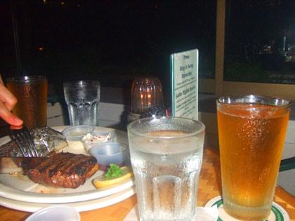 ハワイ レストラン 『ショアバード』