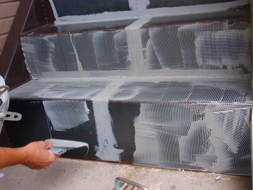 09 ノンスリップ一体型塩ビシート貼り 接着剤塗り