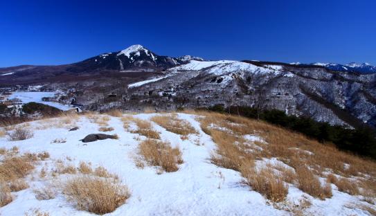 蓼科山と白樺湖の風景