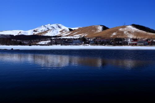 白樺湖から望む車山