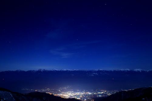 駒ヶ根市の夜景と南アルプスの星空