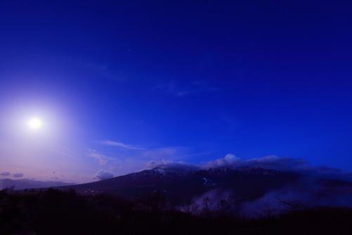 月と黎明の八ヶ岳