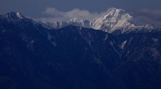 ガスを吐き出す名峰北岳