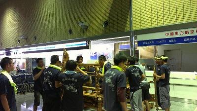 20120729空港展示組立5