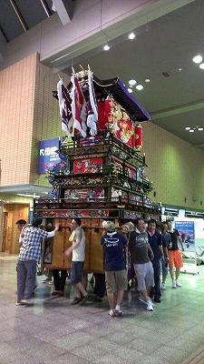 20120729空港展示組立12
