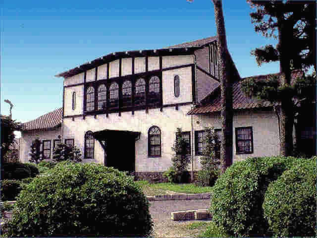 京大農場の本館
