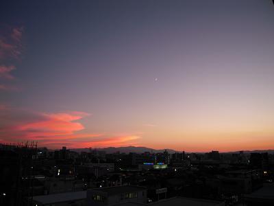 夕焼けと三日月①