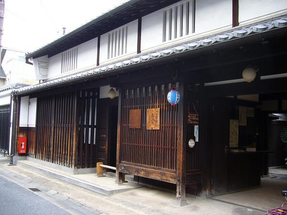 格子の家。
