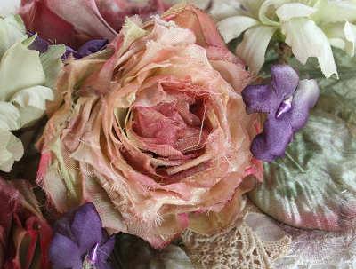 少し淡い色のバラ