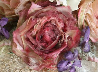 濃い色のバラ