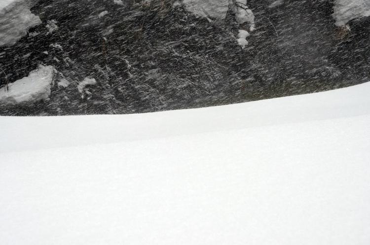 横殴りの雪-3