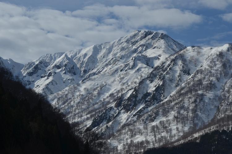 春の雪山-1
