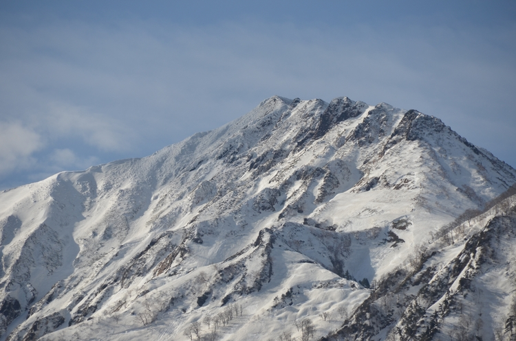 春の雪山-2