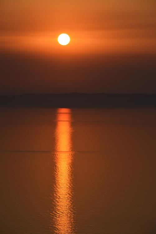 島に沈む夕陽-2