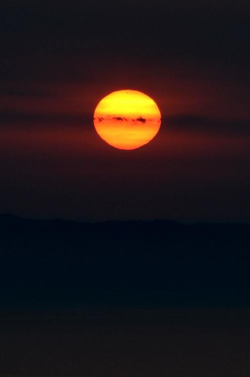 島に沈む夕陽-3