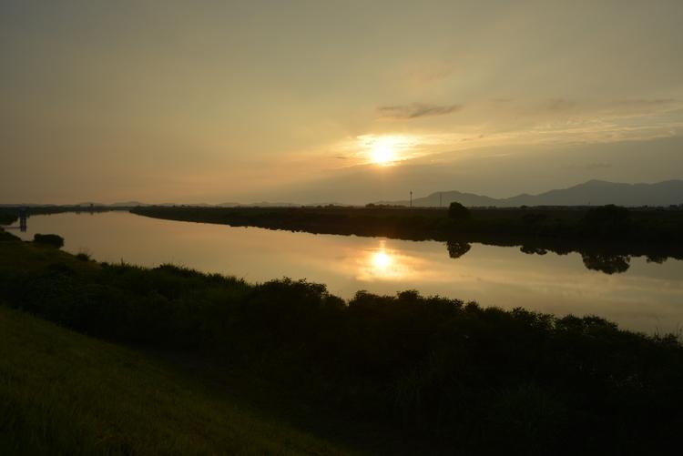 川と夕日と-1
