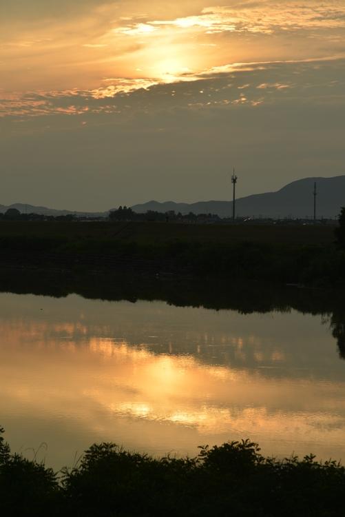 川と夕日と-3