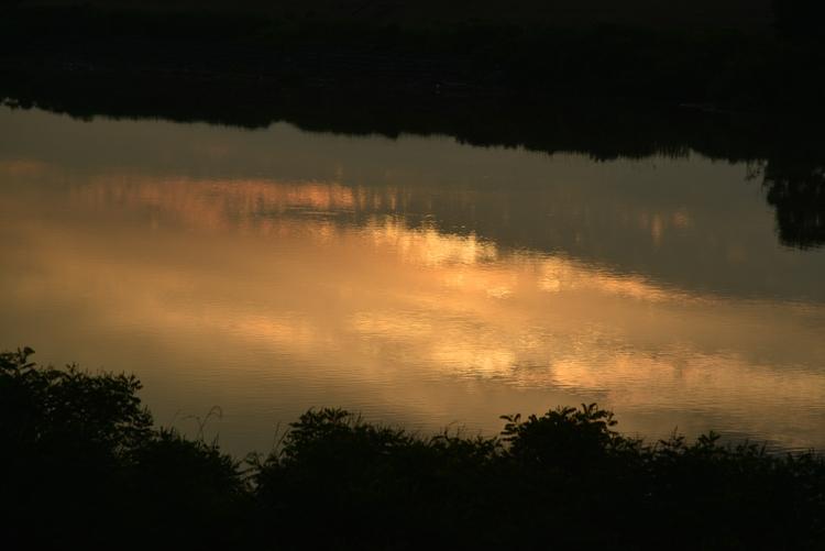 川と夕日と-4