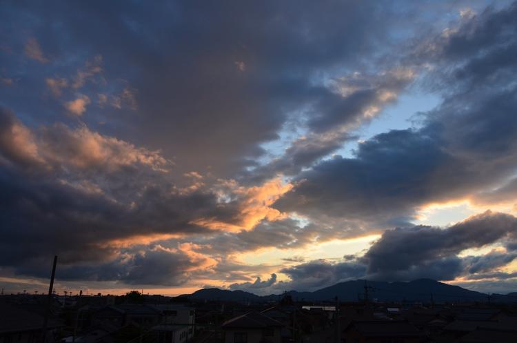 夕焼け時の雲-1