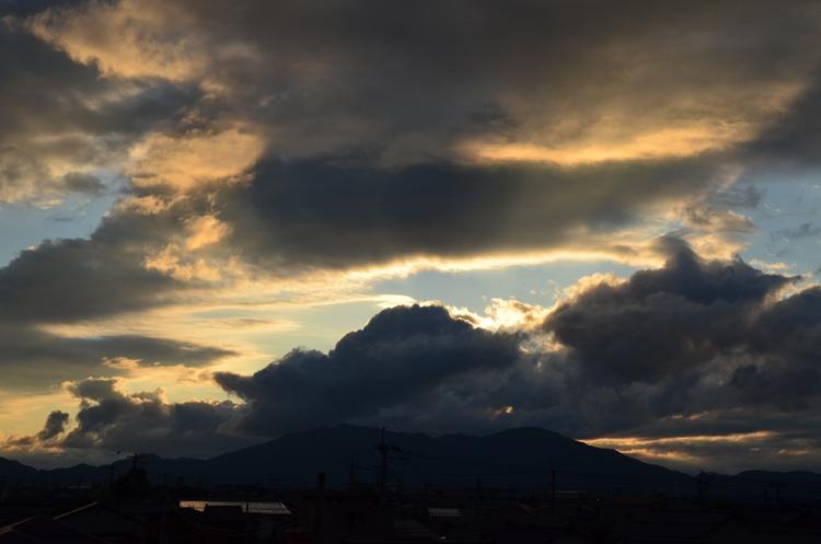 夕焼け時の雲-2