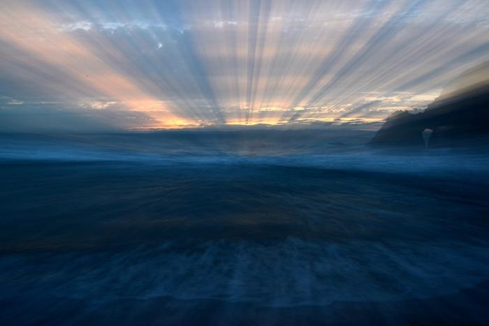 曇りの夕暮れ海岸-3