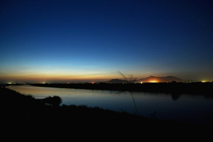 夕暮れ後の明かり-1