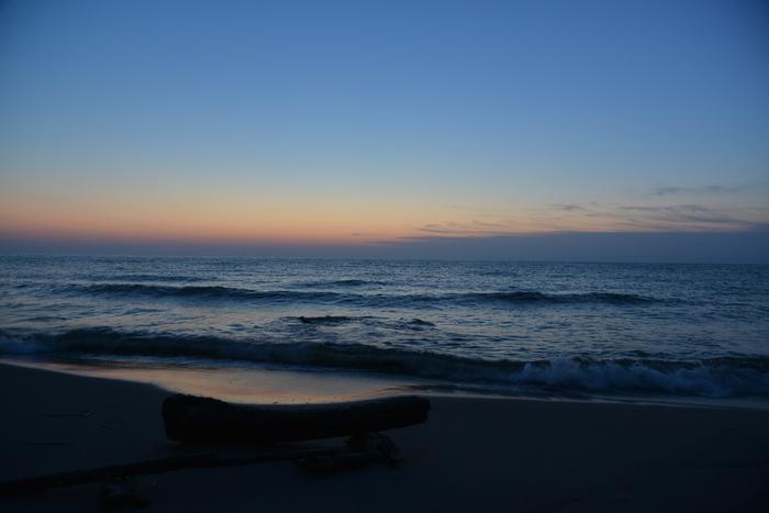 夕暮れの海岸-1