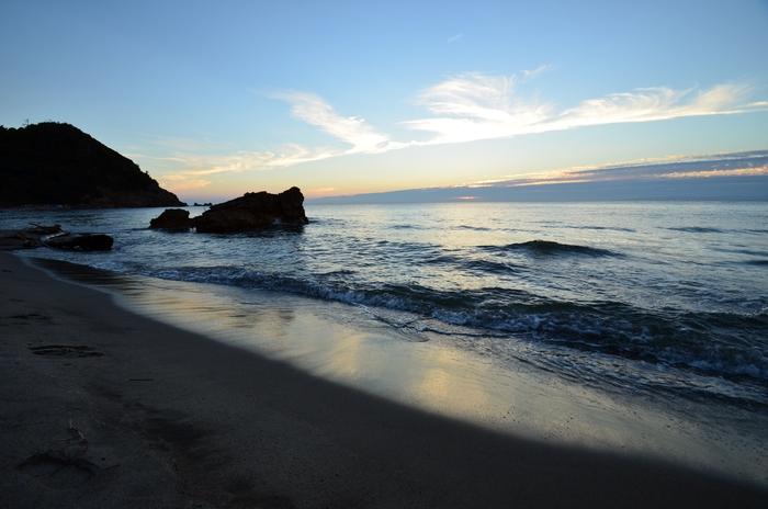 夕陽の海岸 岩-2