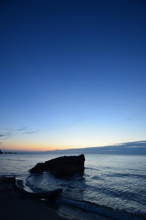 夕陽の海岸 岩-3