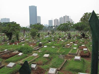 途中の墓地