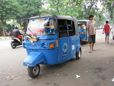 バジャイと呼ばれる三輪タクシー