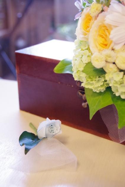 2013.6ジューンブライドに♪ミニブーケ(おしゃれな花器とプリザのブートニア付き)p5