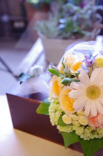 2013.6ジューンブライドに♪ミニブーケ(おしゃれな花器とプリザのブートニア付き)p10
