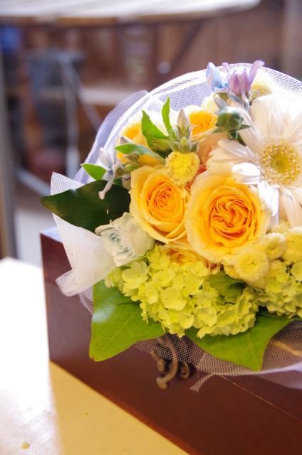 2013.6ジューンブライドに♪ミニブーケ(おしゃれな花器とプリザのブートニア付き)p12