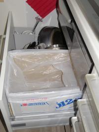 P7080055コンロ下ダンボルゴミ箱