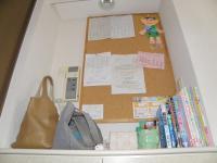 P9270241書類置き壁後