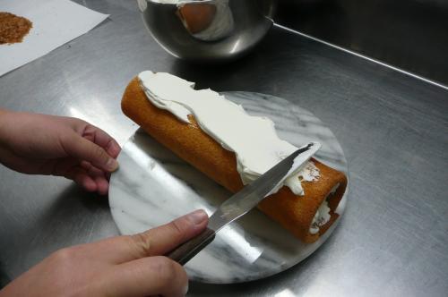 栗のロールケーキ③