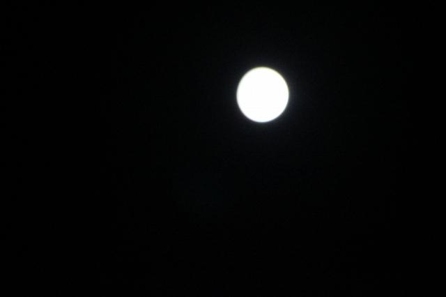 若い頃、この月を彼女も観てるかなあ、と思ったかな